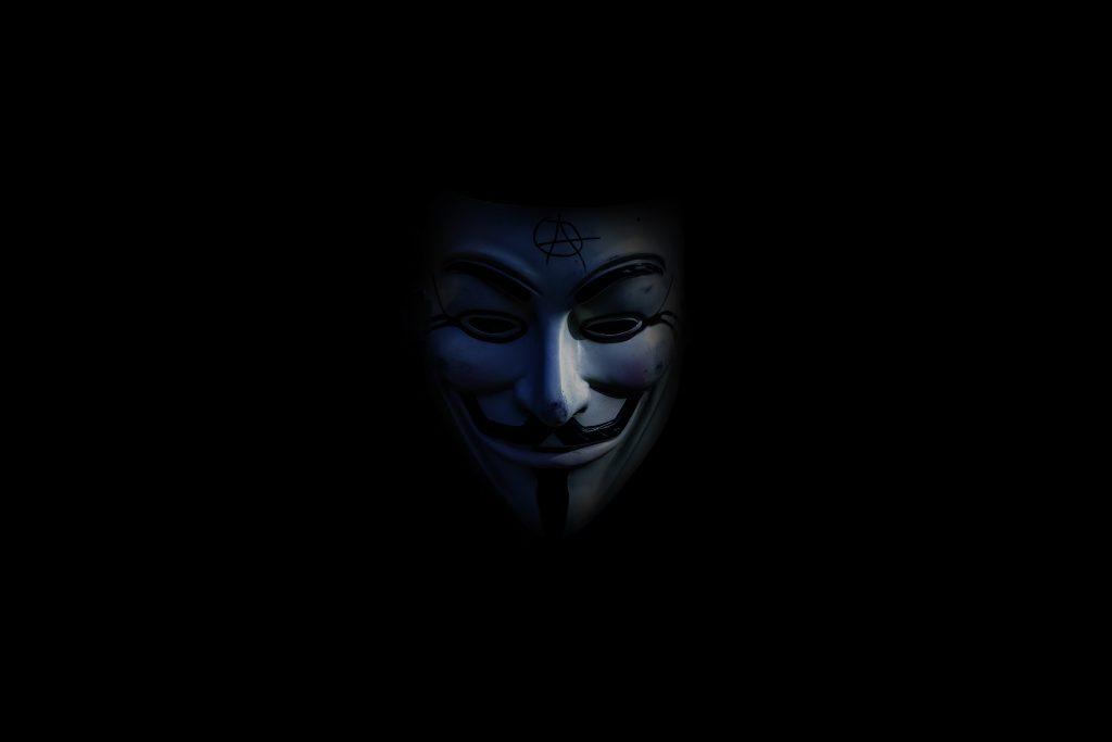 Bedrohliche Maske